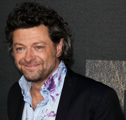 Andy Serkis - Andy Serkis ha interpretado, de forma brillante, a C&#xE9;sar en &quot;El Planeta de los Simios&quot;; Gollum en &quot;El Se&#xF1;or de los Anillos&quot;; y al Capit&#xE1;n Haddock en &quot;las Aventuras de Tint&#xED;n&quot;
