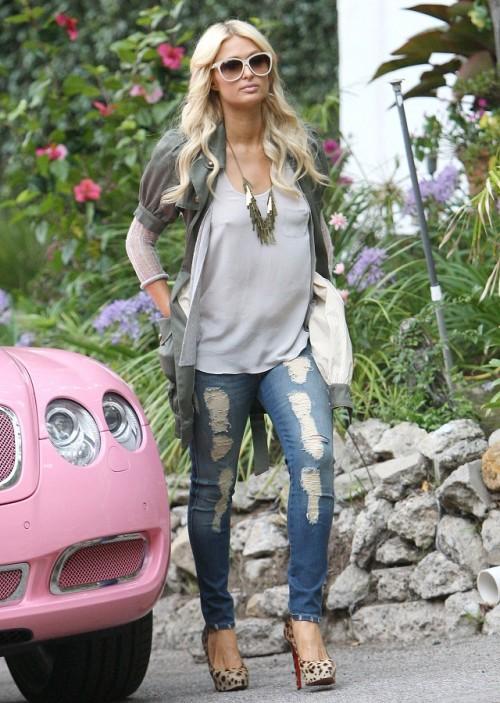 Paris Hilton, Nicky Hilton - Paris Hilton aparca su coche